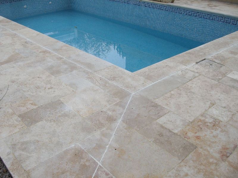 Exemple de pose de carrelage rectangulaire bourges for Colle carreaux piscine